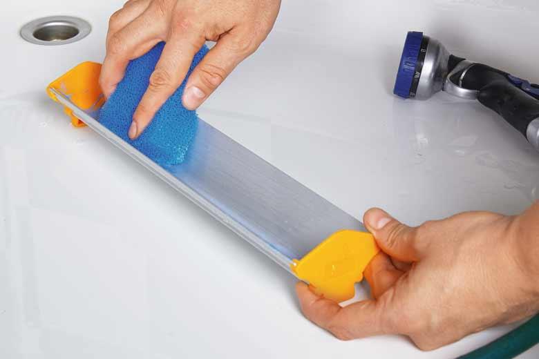 Očistite kanal za premazivanje sitotiskom nakon premazivanja